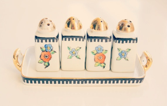 Vintage Mini Porcelain Salt And Pepper Shakers Set / Made in Japan / Hand Painted Salt And Pepper Cruets . Kitchenware / Dispenser Set